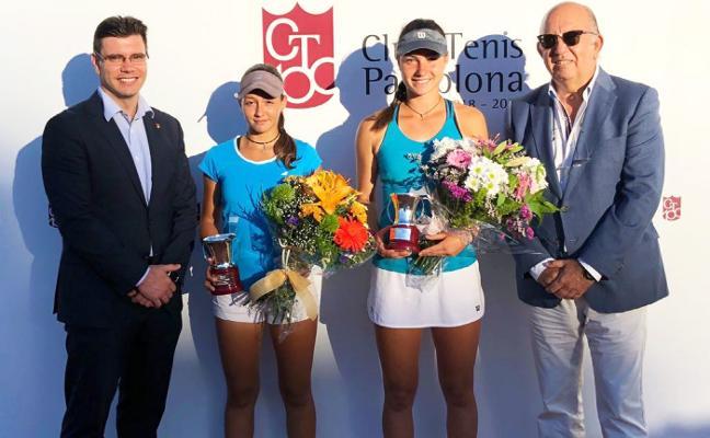 María Martínez, campeona de España cadete en dobles