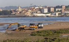 Comienza el trasvase de arena de la desembocadura del Piles al Tostaderu