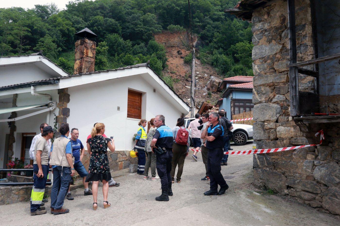 La tromba de agua obliga a desalojar el pueblo de La Cortina