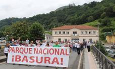 Más de 200 ganaderos se concentran en Cangas de Onís contra el Parque Nacional