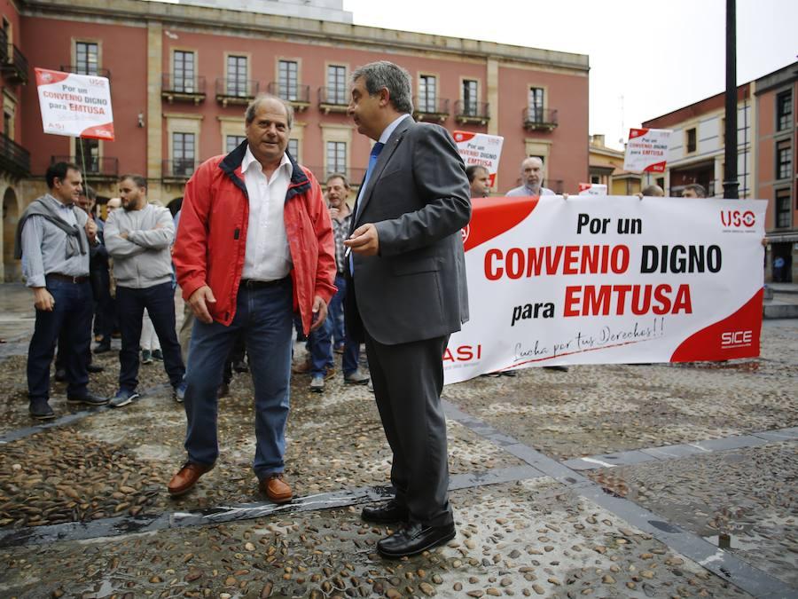 Protestas a las puertas del Ayuntamiento