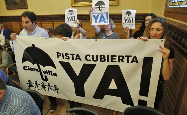 Protestas de la calle al salón plenario