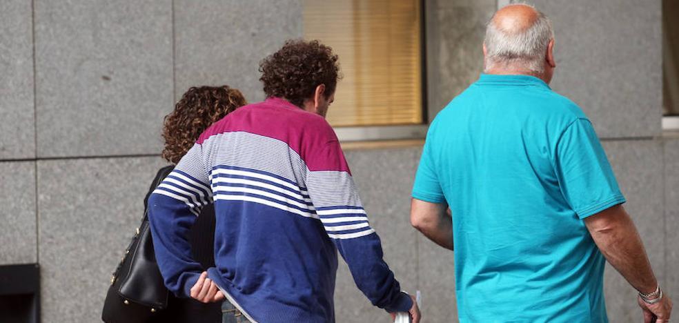 Condenan a 1.440 euros de multa al hombre que se masturbó delante de dos menores en La Carisa