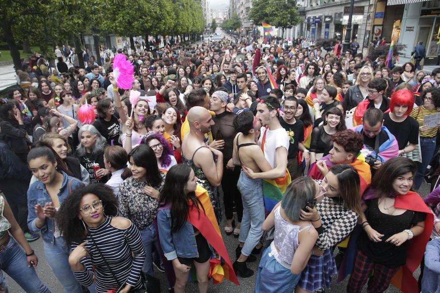 El Orgullo «toma las calles» de Oviedo