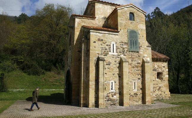 La comisión de la memoria histórica insta a la Iglesia a retirar las placas franquistas