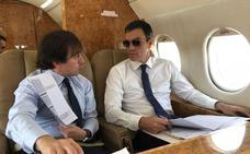 El PP pregunta al Gobierno sobre las gafas de Sánchez en el avión: «¿Son graduadas?»