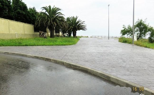 El cementerio de Candás no tiene paso para vehículos
