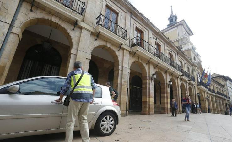 Registran el Ayuntamiento de Oviedo en una operación por amaños en la regulación del tráfico