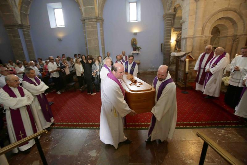 Cangas de Onís despide al sacerdote José Manuel Castaño