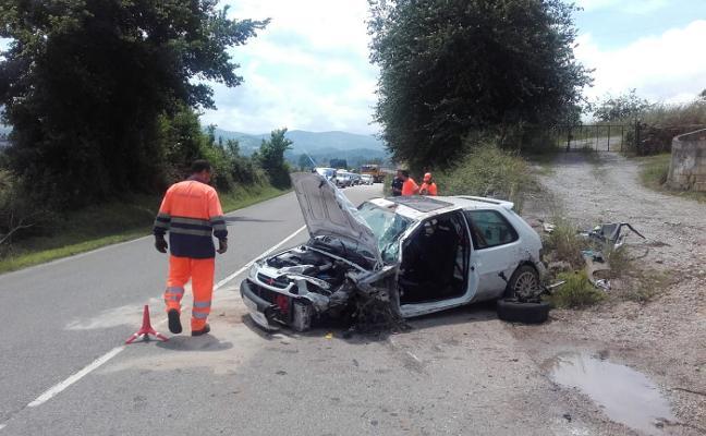 Herido leve un joven de 26 años en una colisión frontal en Villaviciosa