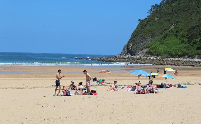 Las playas maliayas inician la temporada con casi 50.000 usuarios