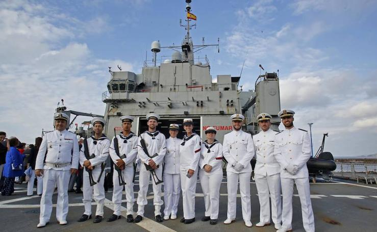 El buque de asalto Galicia llega a Gijón