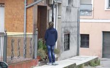 Un hombre asesina a su mujer y se tira por la ventana en La Felguera