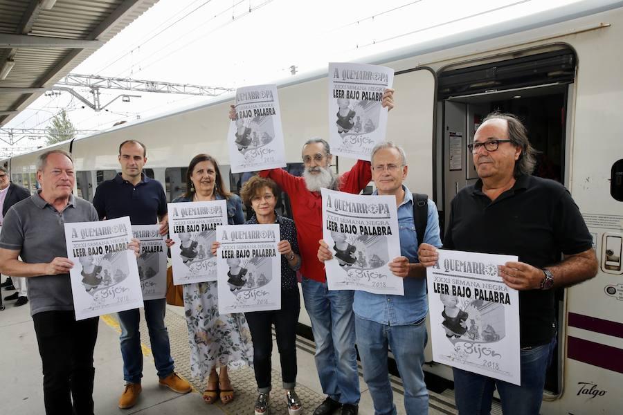 La llegada del 'tren negro' a Gijón abre la Semana Negra
