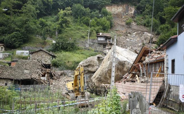 La excavadora llega al talud en La Cortina