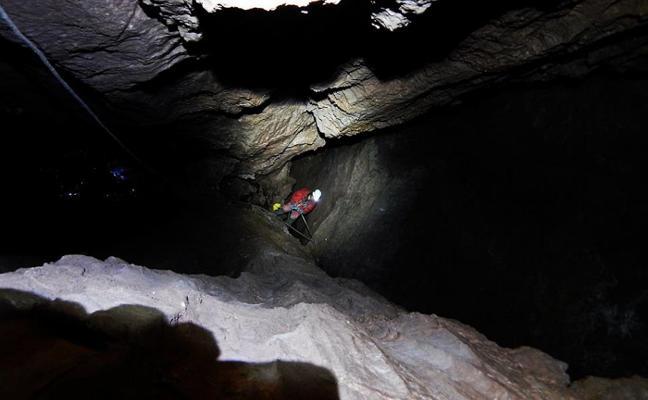 Ocho espeleólogos regresan hoy a Cabrales para conquistar la sima más profunda del país