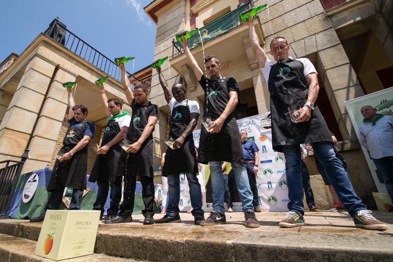 Salvador Ondó vuelve a triunfar en el concurso de escanciadores de Nava
