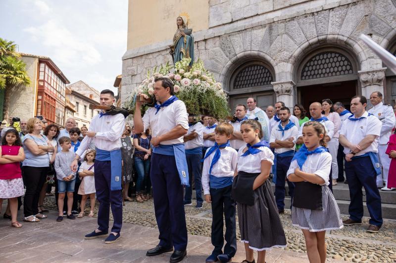 El buen tiempo arropa a La Guía en su procesión marinera de Ribadesella