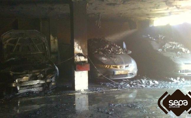 Sofocado un incendio en un garaje de la calle Piñeres de Candás