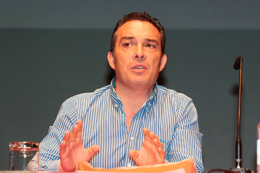 El psicólogo Joaquín Valdés acompañará a 'Lucho' en la selección