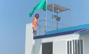 Tapia abre sus playas tras cuatro días de cierre por residuos fecales