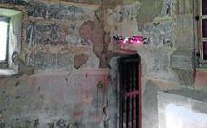 Un dron analiza en Bendueños las pinturas para su futura restauración