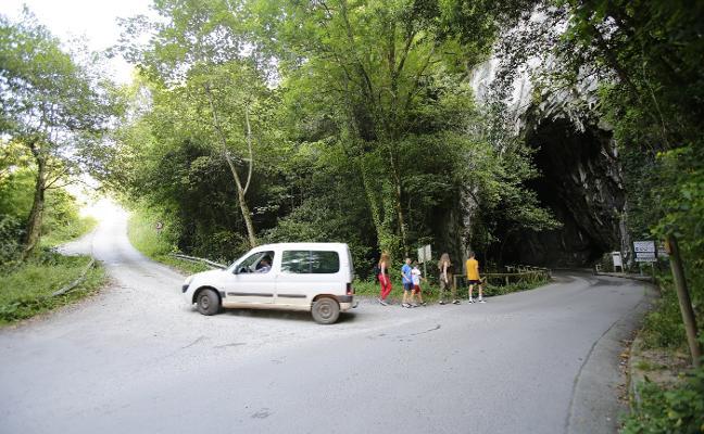 Ribadesella extenderá hasta El Alisal las obras de la carretera de Cuevas