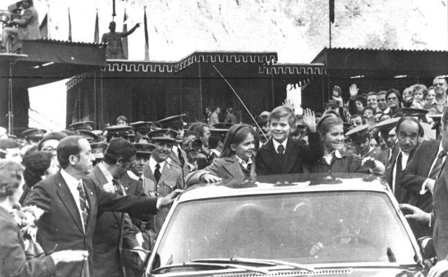 Tras los pasos de su padre: visita a Covadonga y discurso en el Campoamor