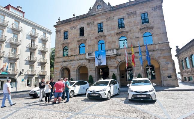 Los taxis tendrán paradas más visibles y una mejor coordinación con la Policía