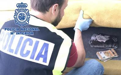 La Policía Nacional detiene a un vecino de Gijón que repartía droga en bicicleta