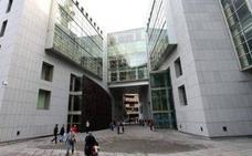 Un juzgado de Oviedo condena a una mujer por agredir a su hijo y a la vez pide su indulto