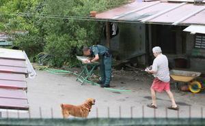 La Guardia Civil certifica el buen estado de los perros y el correcto cierre de la finca de Siero