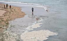 Inquietud por la aparición de espumas en la playa de San Lorenzo