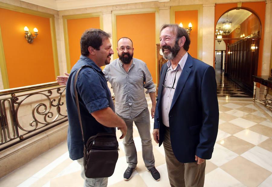 Entrega de la Medalla de Plata de la Ciudad de Oviedo a la compañía de Teatro Margen