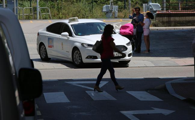 Piden más taxis adaptados en Avilés tras una multa a un profesional corverano