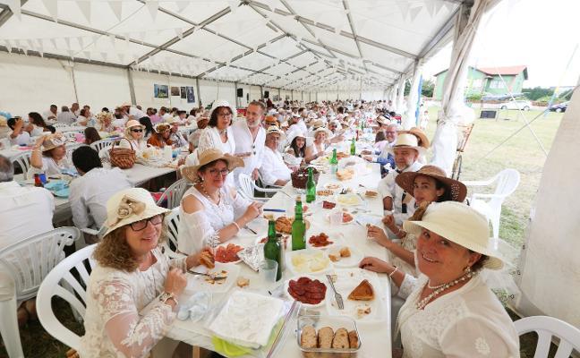 La quinta Comida de Indianos será el plato fuerte de los cuatro días de fiestas en Trasona