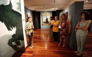 Valle sopla velas en su museo