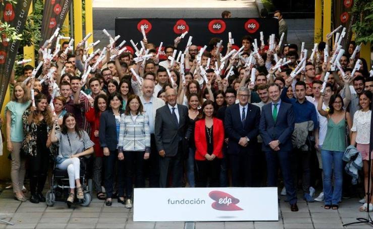 Alumnos de la Universidad de Oviedo reciben sus diplomas EDP