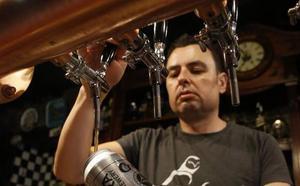 La primera lata de cerveza artesana asturiana, en Langreo