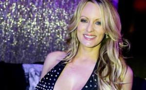 La actriz porno Stormy Daniels es detenida en un club de striptease en una supuesta «trampa»