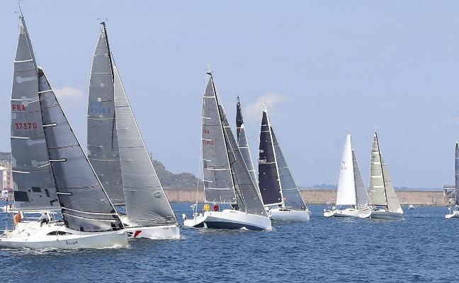 La regata Pornic-Gijón tomó la salida en el Puerto Deportivo