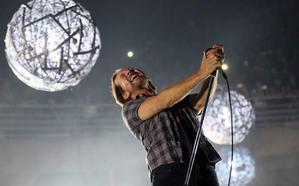 Pearl Jam ilumina un Mad Cool gigantesco empañado por el caos