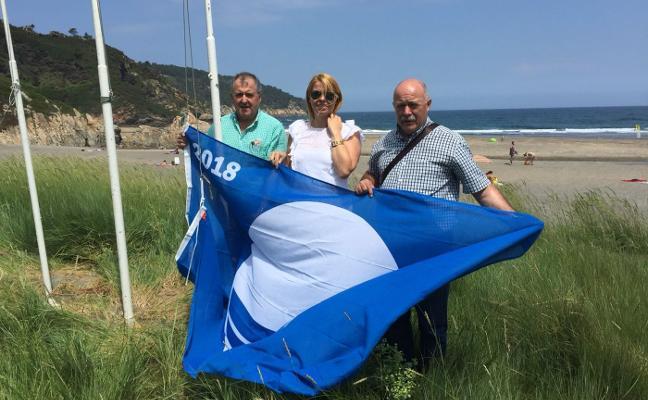 Valdés iza sus dos banderas azules