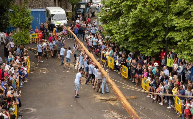 Celorio planta una hoguera de 37 metros y 3.200 kilos