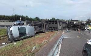El vuelco de un camión obligó a cortar la A-8 en Gijón durante más de nueve horas