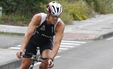 Valle y Tuset triunfan en el triathlon de Trasona