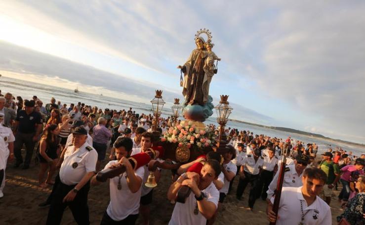 Fervor por la Virgen del Carmen en Salinas