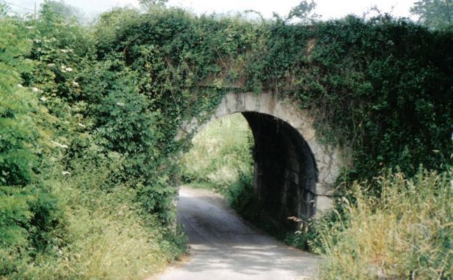 Conceyu reclama un estudio de viabilidad para reconstruir el puente de El Rebalde