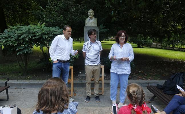Los escritores Iván de Santiago y Carlos Gil de Gómez, unidos «en el arte de lo posible»