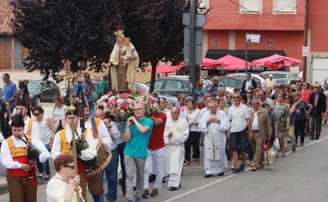 Misa y procesión de la Virgen del Carmen en el barrio de La Villa